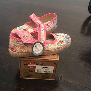 Cienta girls size 31 maryjane shoe.